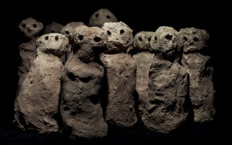 Group of sculpted mud figures
