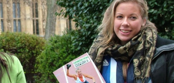 Hannah Cockroft holding leaflet featuring her winning race
